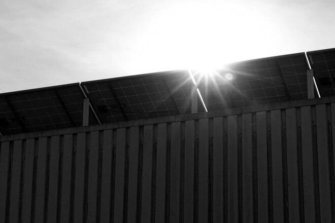 Zacienienie paneli fotowoltaicznych - jaki ma wpływ na produkcję prądu?